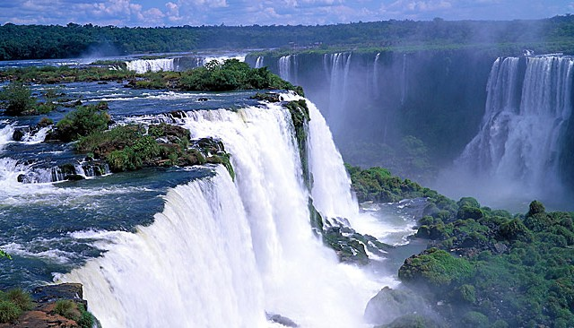 Iguazu Falls Named As One Of The World's New 7 Wonders Of Nature