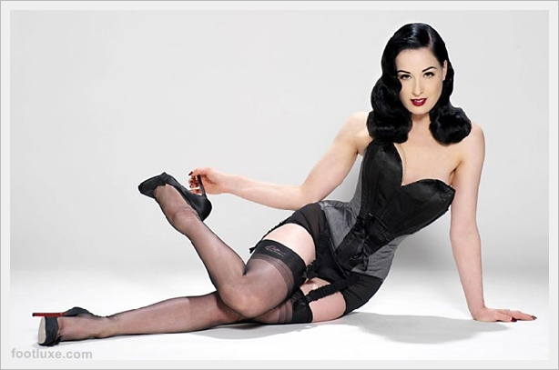Achieving A Vintage Burlesque Look