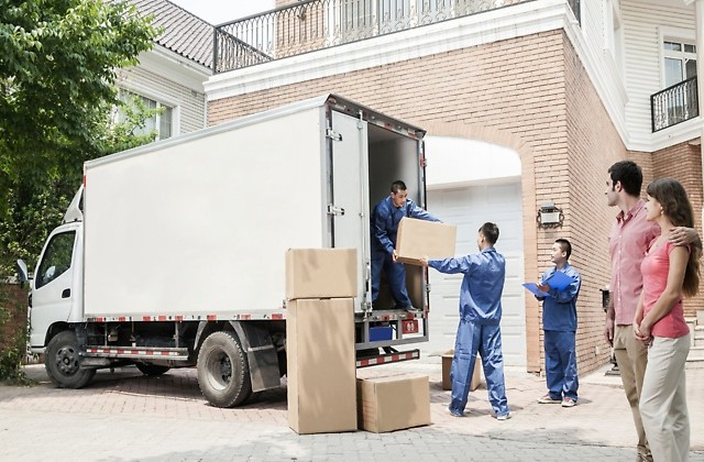 Take The Aid Of Professional Moving Services