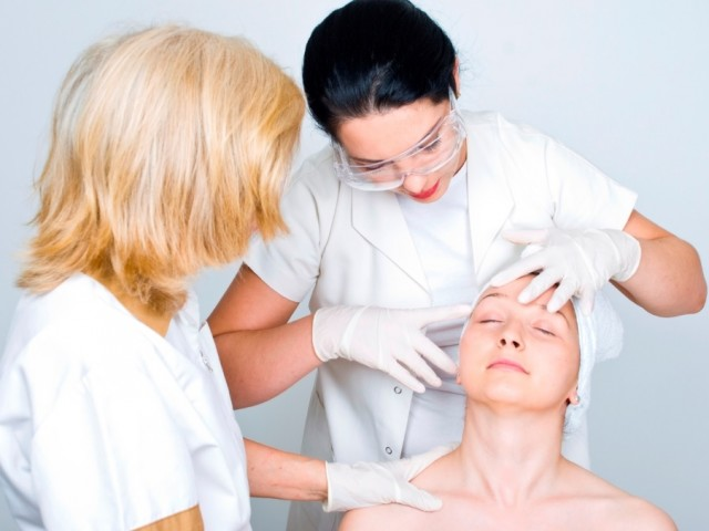 Top 5 Things You Should Look In A Dermatologist