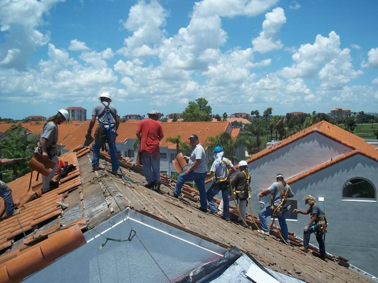 4 Reasons Why You Need To Hire Roofing Contractors